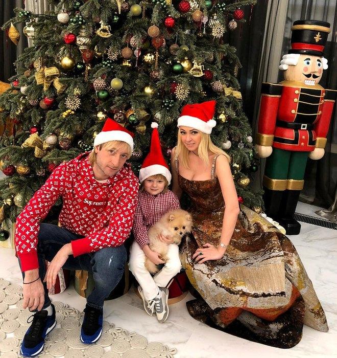 Евгений Плющенко и Яна Рудковская с сыном Александром