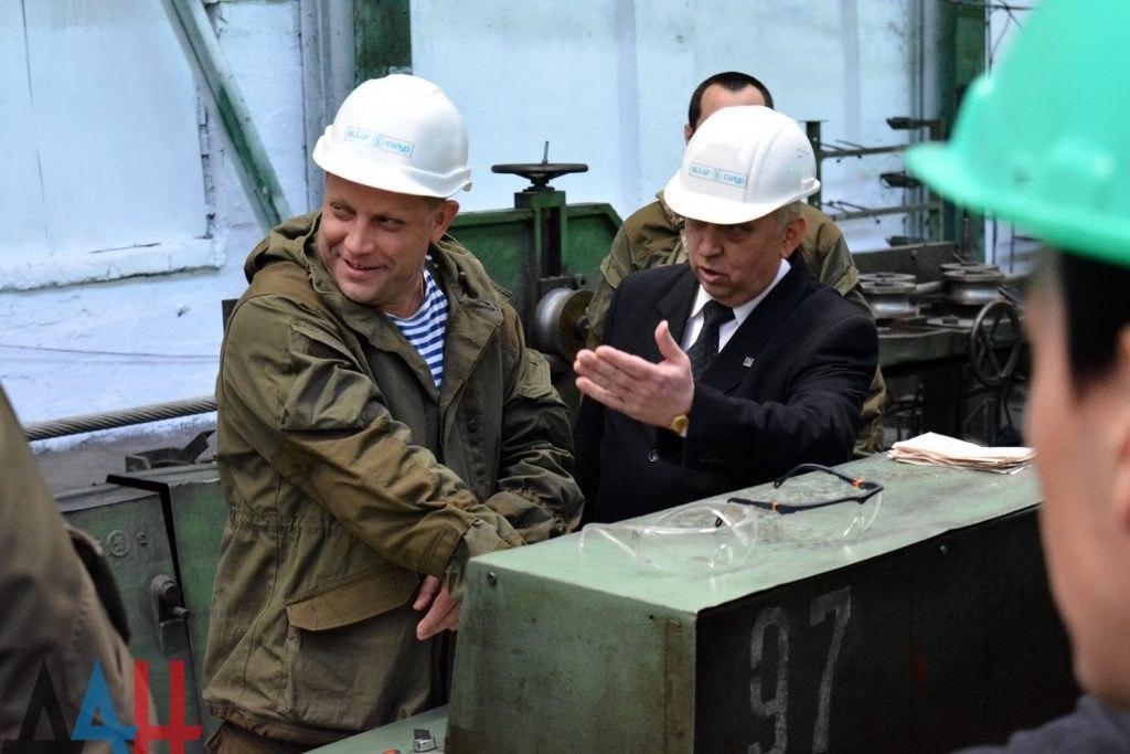 На Донбассе запускают заводы, а в Киеве рисуют гоморадугу