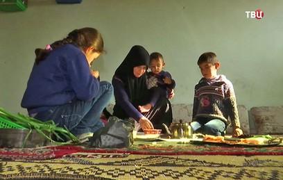 """Российские военные помогли вывести беженцев из лагеря """"Эр-Рукбан"""""""