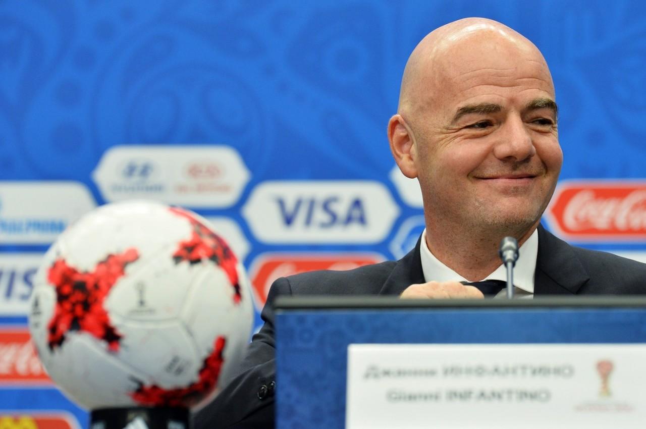 Мутко похвалился перед главой ФИФА победами в футболе на болоте и среди бомжей