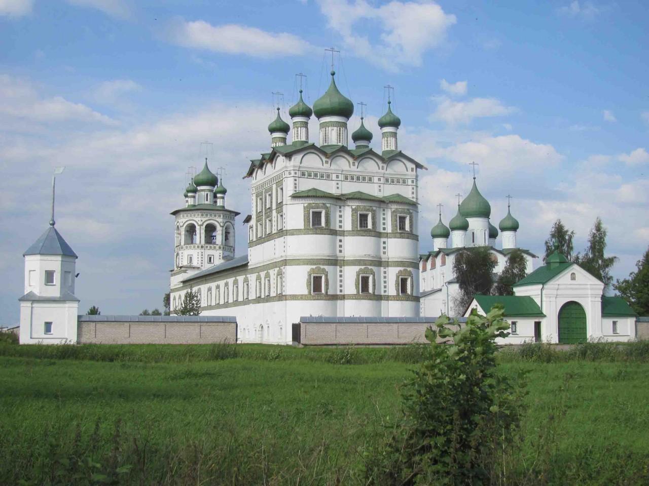 Вновгородском монастыре найдены таинственные саркофаги XII века