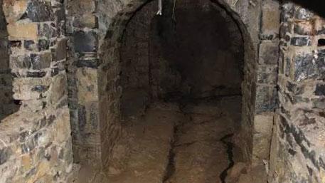ЧАСОВОЙ 40 ЛЕТ ОХРАНЯЛ ЗАБРОШЕННОЕ БОМБОУБЕЖИЩЕ В КИТАЕ