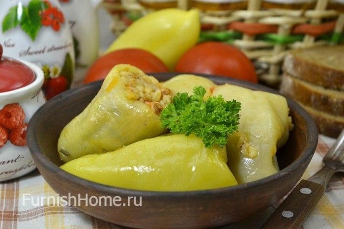 Фаршированные перцы с булгуром, овощами и колбасой