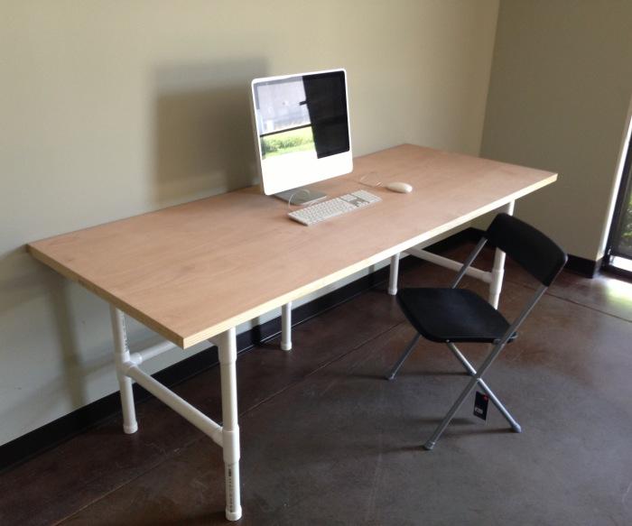 Столик для ноутбука из труб пвх