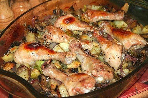 Палочка-выручалочка при нежданных гостях — Куриные голени, запечённые с грибами и овощами
