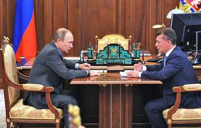 Путин поручил выровнять зарплаты учителей в регионах России