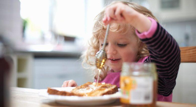 Как сформировать у ребёнка правильное отношение к еде?