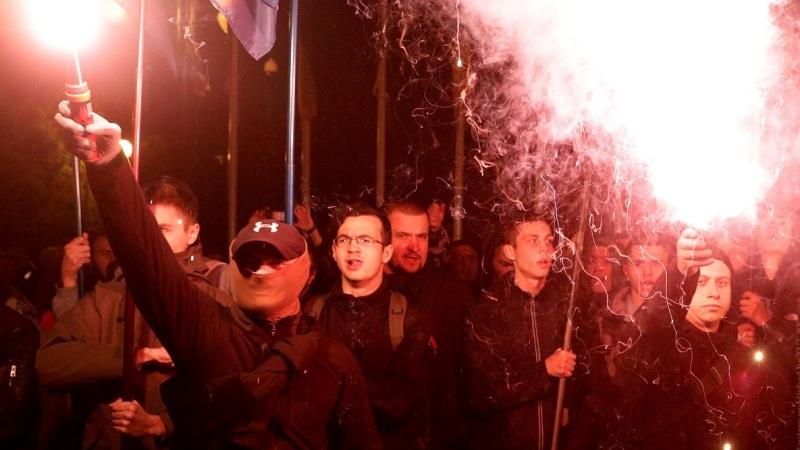 Протестующих против «капітуляції» предложили отправлять на фронт