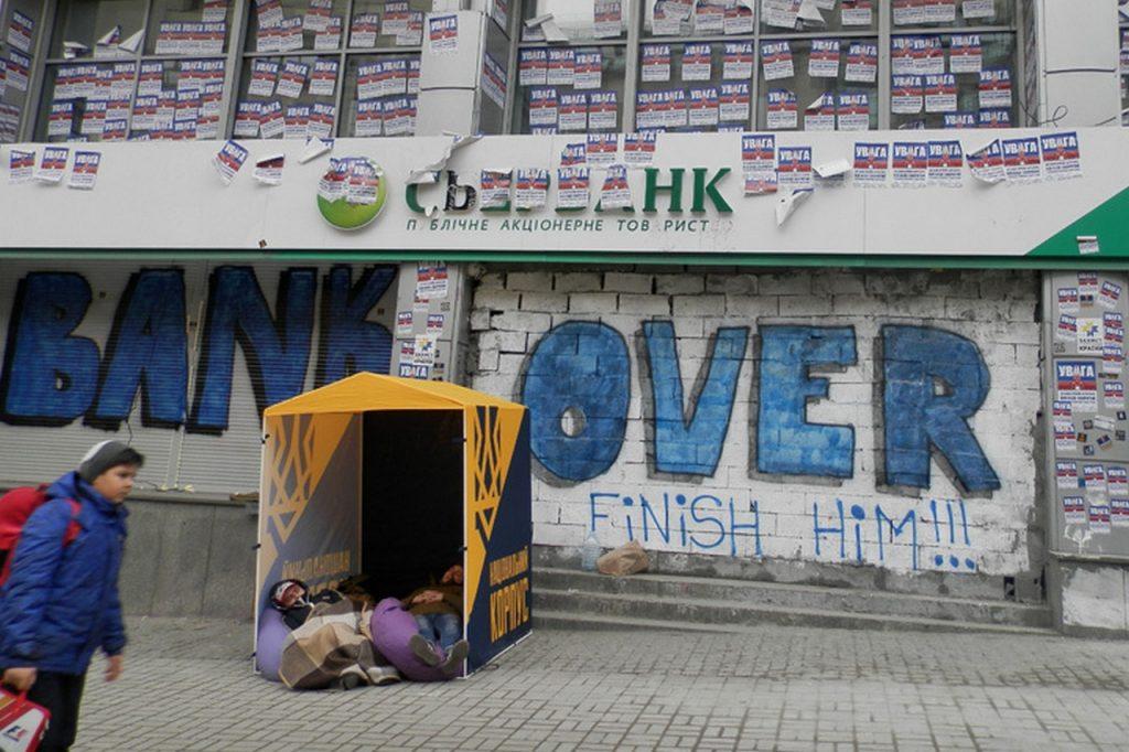 Дневник киевлянки: К зданию Сбербанка подвозят дрова, а на телевидении Украину сравнивают с Габоном