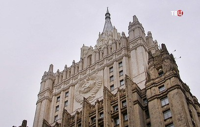 Высотку МИД России после реставрации вновь увенчал шпиль