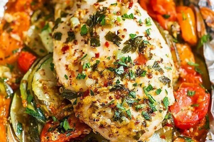 Вкуснейшие куриные грудки, запечённые с овощами