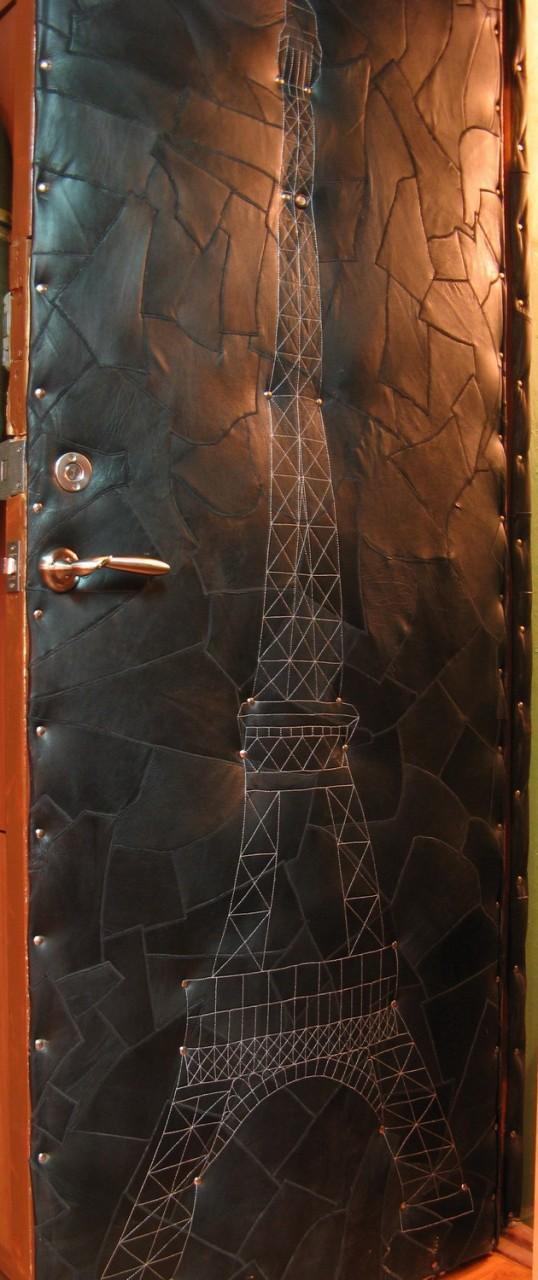 Кожаная дверь с Эйфелевой башней