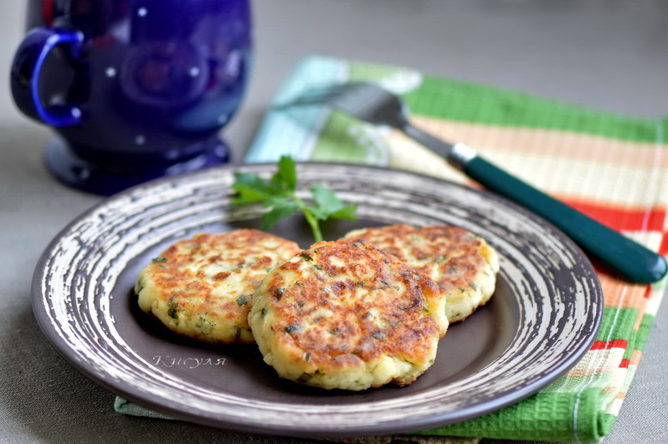 patties with potatoes, cheese and herbs