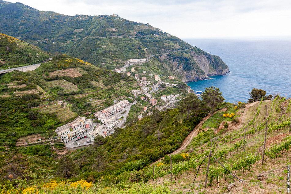 8. Пешеходная тропа идет через огороды и виноградники. Перепад высот тут около 300 метров. Запах потрясающий.