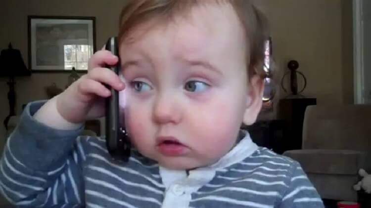 Начальник позвонил домой сотруднику, который не вышел на работу...
