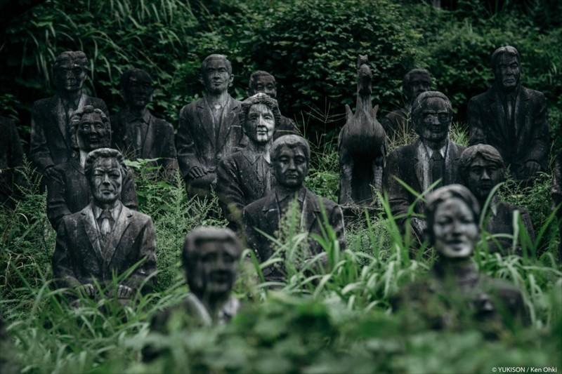 Возможно, Фурукава и превратил отдыхающих в скульптуры... парк, статуя, япония