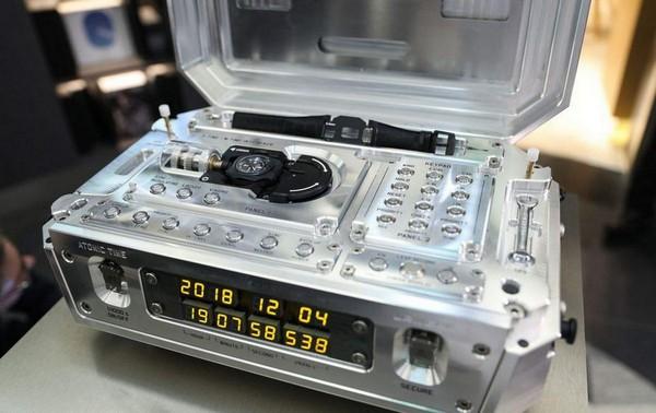 Уникальные атомные часы Urwerk AMC можно купить за 2.700.000$