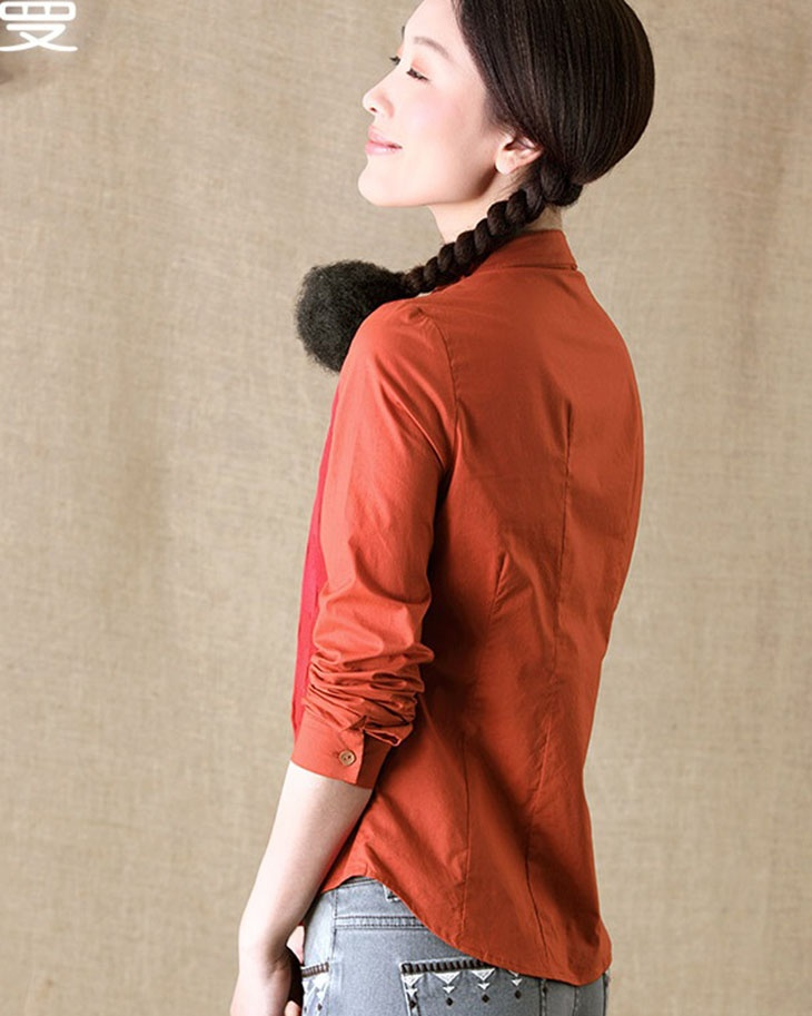 свитер с блузкой