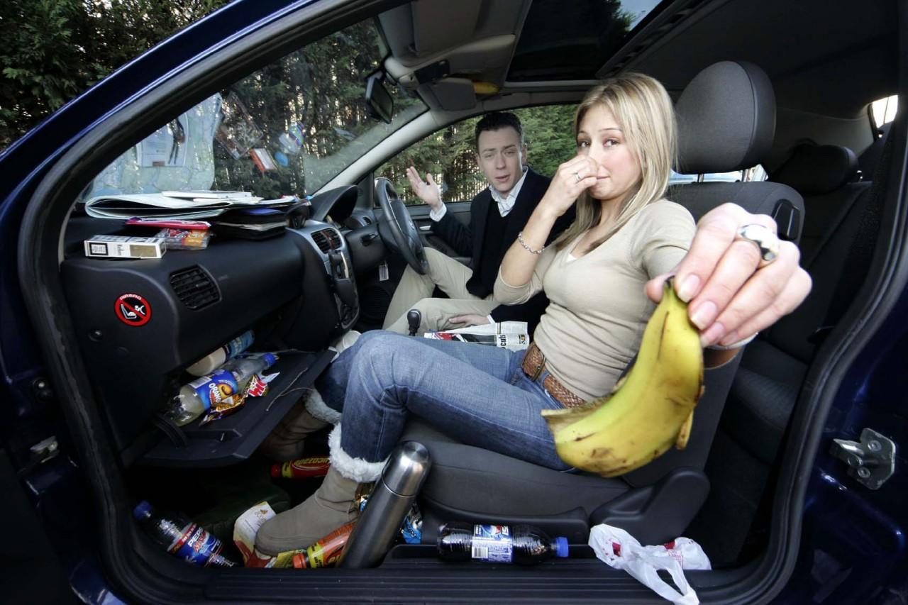 Как убрать плохой запах в машине