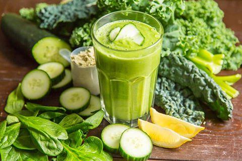 Как правильно чистить организм зелеными соками