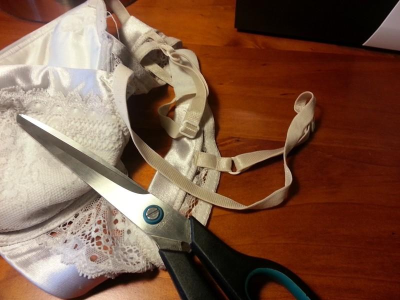Бретели срезала с бюстгальтера платье, своими руками, создание