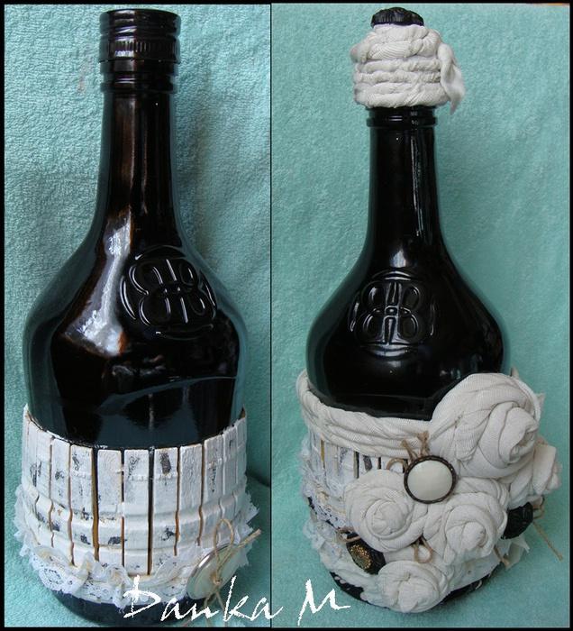 Идеи - как можно декорировать для подарка бутылку, используя прищепки и ткань или кружева