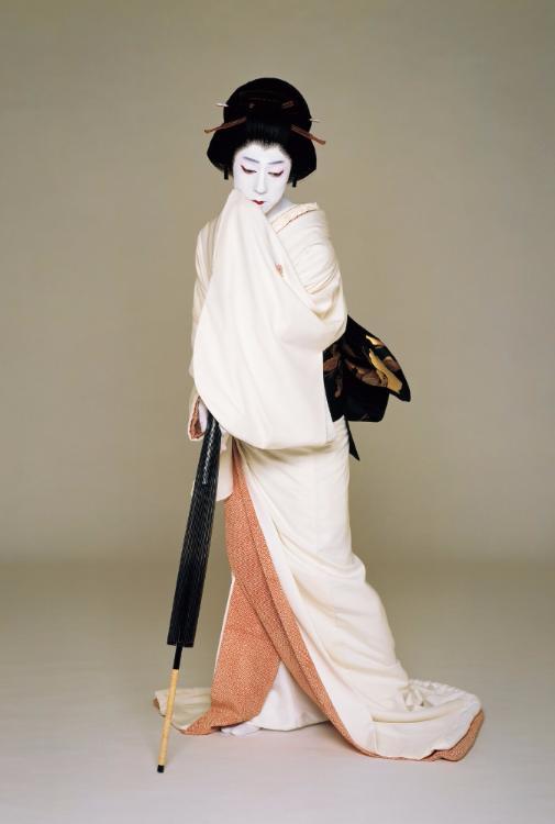 Бандо Тамасабуро V – самый знаменитый актер-оннагата современности.