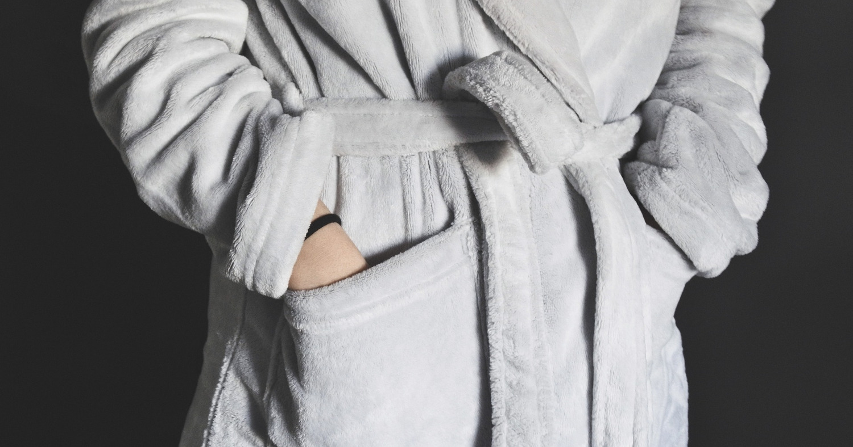 Девушка в банном халате