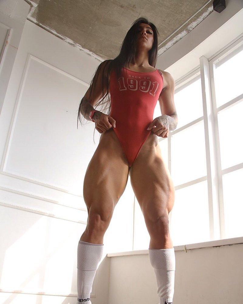 """Бахар не хочет участвовать в соревнованиях. Она соревновалась в категории """"фитнес-бикини"""", но её это не увлекает Бахар Набиева, в мире, качок, люди, ноги, спорт, тело, фигура"""