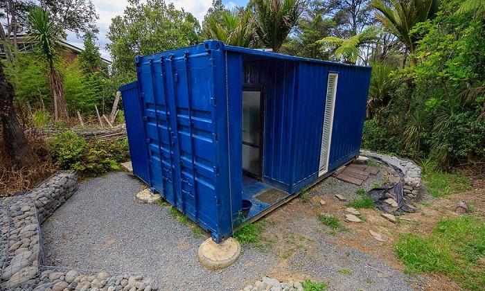 Дом площадью 10 кв. метров: почему женщина по доброй воле сменила особняк на контейнер