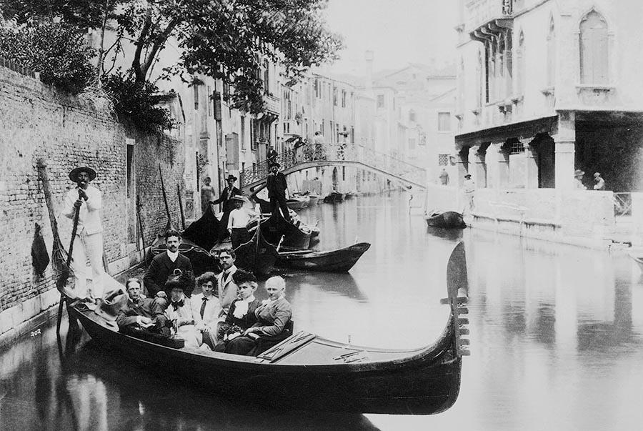 Туристы в Венеции. Италия, 1900 год.