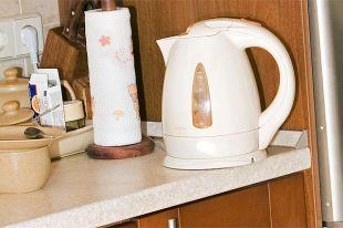 Стоит ли заливать в чайник горячую воду из-под крана?