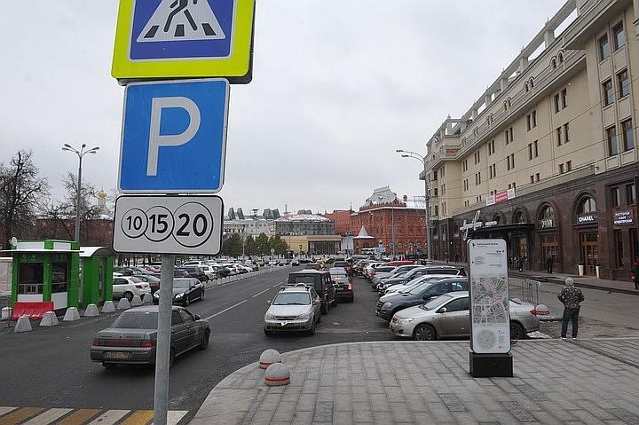Еще 80 московских улиц попали в зону платной парковки