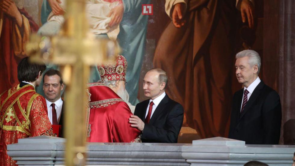 Владимир Путин и патриарх Кирилл обменялись золотыми яйцами