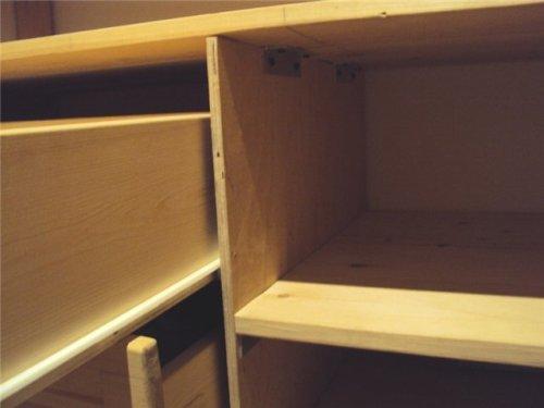 Крепление полочек в гардеробной