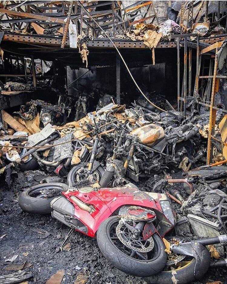 После пожара на одном из складов дилера мотоциклов Ducati и MV Agusta в США