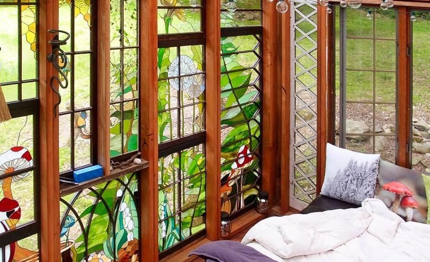 Крошечный домик с потрясающими витражами в Нью-Джерси