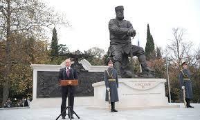 Киеву мешают памятники… на полуострове