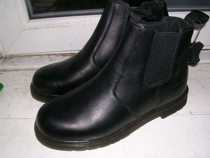 Всегда втирайте в новую обувь масло норки и вот зачем