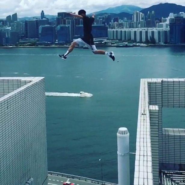 Британец перепрыгнул два 25-этажных небоскреба без страховки!