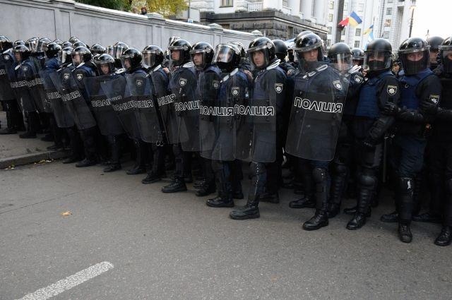 В Киеве у здания Рады произошла потасовка между полицией и митингующими