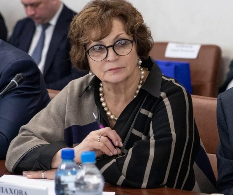 О прожиточном минимуме : Брянский сенатор Лахова призвала нищих россиян помнить об ужасах войны.