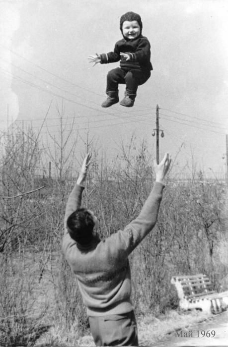 Когда папа подбрасывает высоко-высоко.