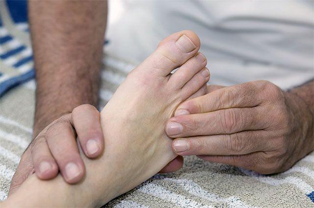 Что делать, если свело ногу? Правила оказания первой помощи