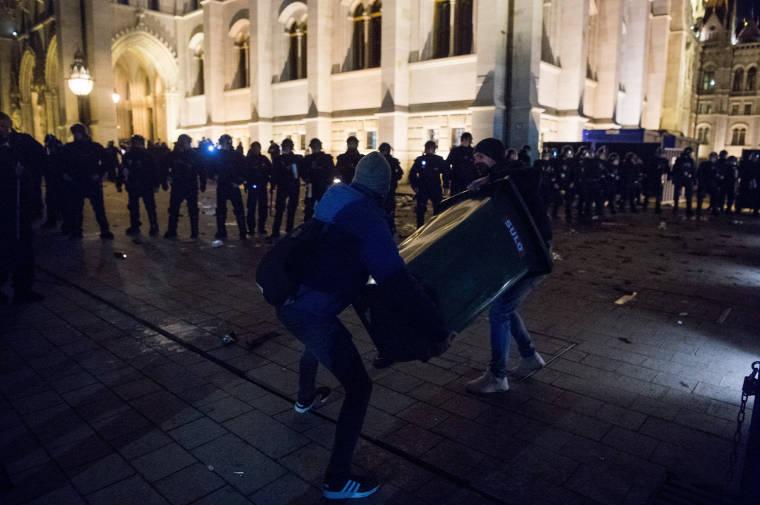 Очередной «мирный» Майдан: в Будапеште пострадало 9 полицейских