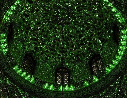 Обычная с виду мечеть, которая поражает своим внутренним убранством (10 фото)