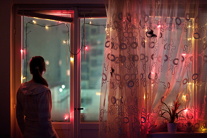 фото девушек в окне-ьр1