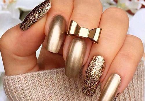 Золотой маникюр на длинные и короткие ногти – лучшие идеи