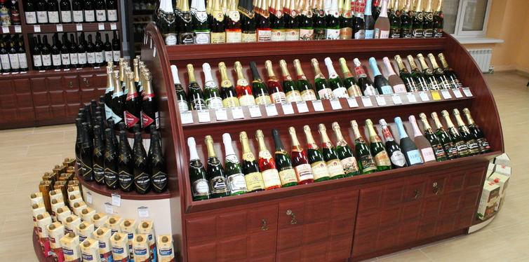 В Госдуме предложили спрятать алкоголь в магазинах по аналогии с сигаретами