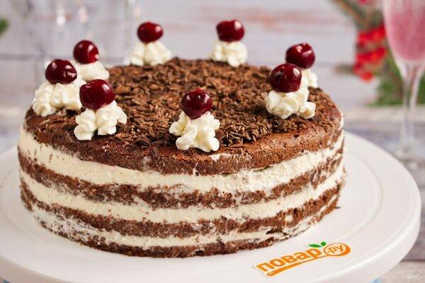 Красивый слоеный торт с вишневой настойкой